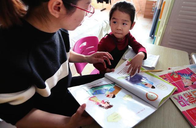 Bé gái trả treo vì bị mẹ mắng không chịu học và lời khuyên của các chuyên gia dành cho phụ huynh kèm con học-2