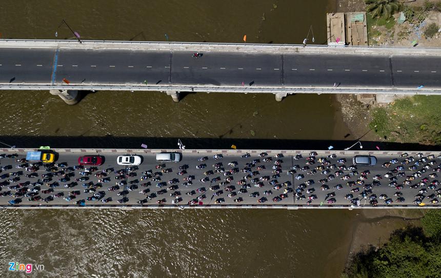 Người dân đổ về Sài Gòn sau Tết, kẹt xe nghiêm trọng ở cửa ngõ TP-9