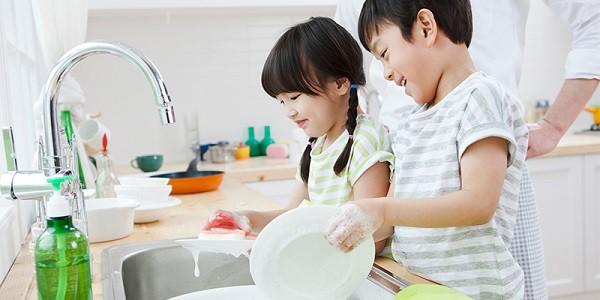 Con có lười và hay trốn việc đến mấy, các mẹ hãy cứ áp dụng ngay 3 phương pháp này là con lại chăm ngay-1