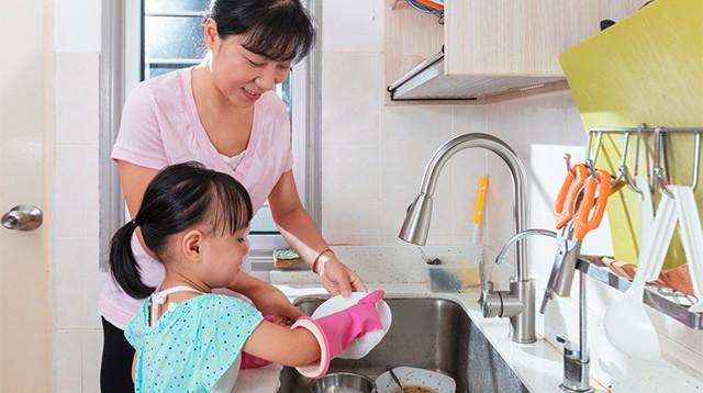 Con có lười và hay trốn việc đến mấy, các mẹ hãy cứ áp dụng ngay 3 phương pháp này là con lại chăm ngay-2