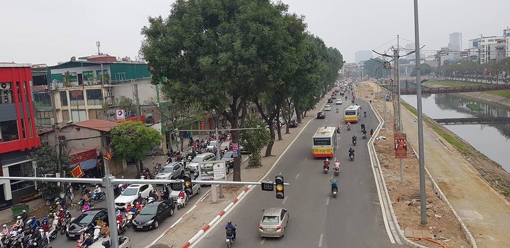 Lạ kỳ phố Hà Nội vắng hắt hiu ngày đầu đi làm sau Tết-11