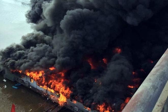 Cận cảnh biển lửa thiêu rụi nhà hàng nổi trên sông Lô ngày mùng 6 Tết-2