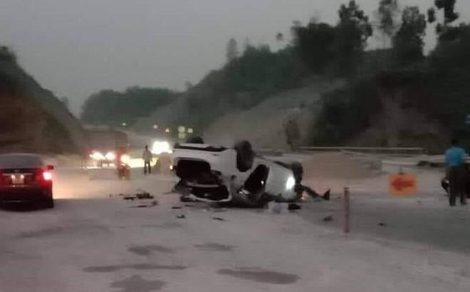 Mazda 6 lật trên cao tốc Nội Bài - Lào Cai, 3 người bị thương-1