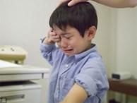 Lời khuyên chuẩn xác của bác sĩ về cách xử lý khi trẻ nuốt nhầm phải gói hút ẩm, cha mẹ không thể bỏ qua
