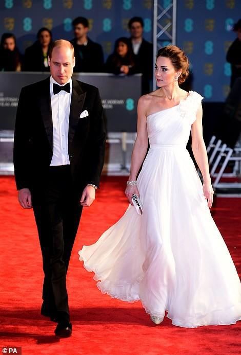 Công nương Kate tỏa sáng như một nữ thần với vẻ đẹp hoàn hảo, tôn vinh mẹ chồng Diana trong sự kiện danh giá-3
