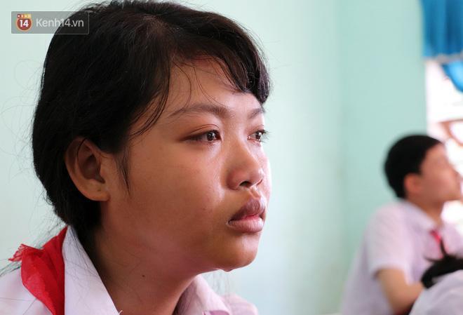 Buổi chào cờ đầu năm mới chìm trong nước mắt ở ngôi trường có 6 học sinh đuối nước thương tâm-16
