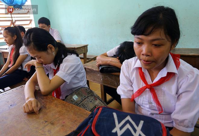 Buổi chào cờ đầu năm mới chìm trong nước mắt ở ngôi trường có 6 học sinh đuối nước thương tâm-18