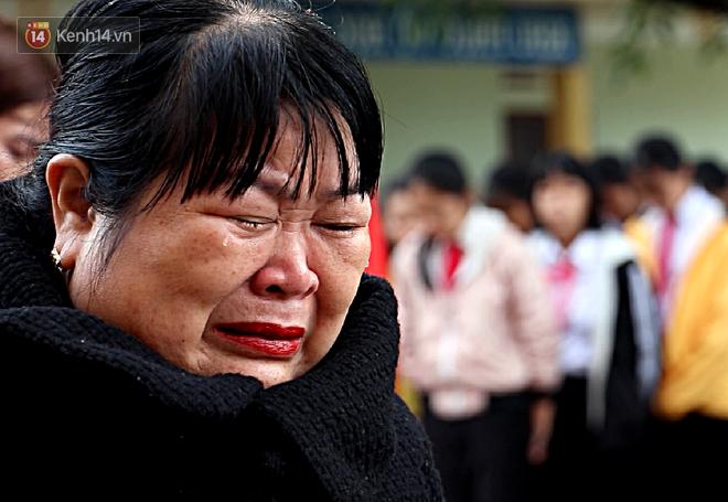 Buổi chào cờ đầu năm mới chìm trong nước mắt ở ngôi trường có 6 học sinh đuối nước thương tâm-4