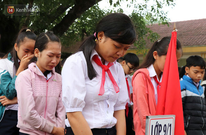 Buổi chào cờ đầu năm mới chìm trong nước mắt ở ngôi trường có 6 học sinh đuối nước thương tâm-7