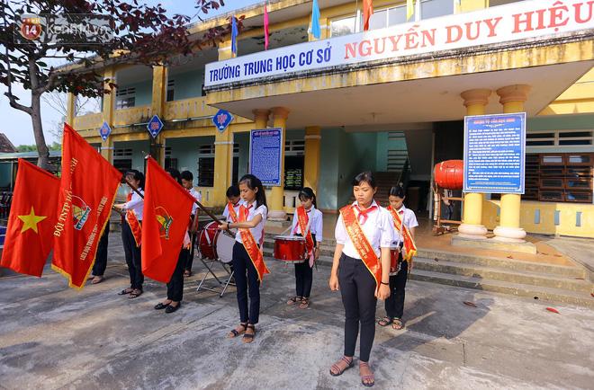 Buổi chào cờ đầu năm mới chìm trong nước mắt ở ngôi trường có 6 học sinh đuối nước thương tâm-10