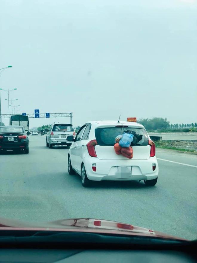 Chuyến xe chở cả quê hương quay lại thành phố sau Tết khiến nhiều người bật cười-4