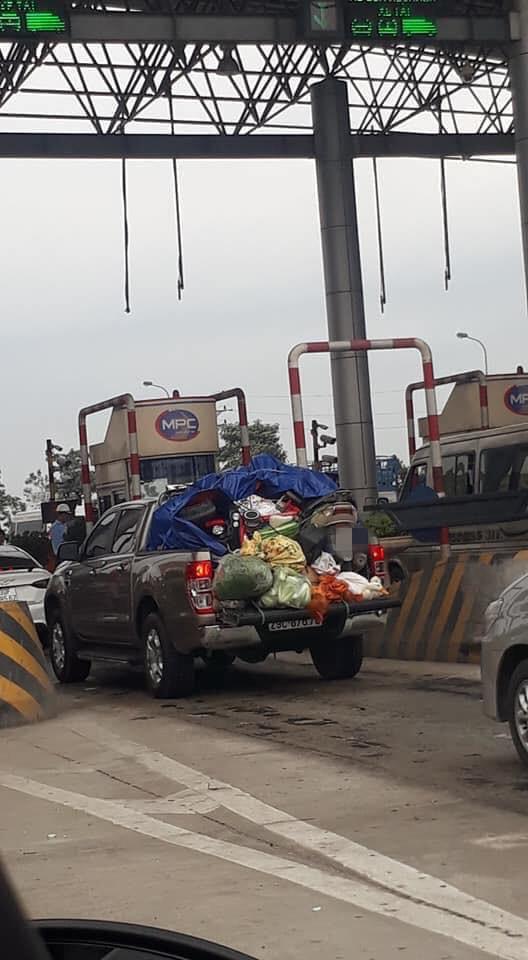 Chuyến xe chở cả quê hương quay lại thành phố sau Tết khiến nhiều người bật cười-1