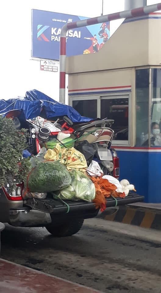 Chuyến xe chở cả quê hương quay lại thành phố sau Tết khiến nhiều người bật cười-2