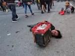 """Phẫn nộ hình ảnh 2 người phụ nữ nằm phè phỡn"""" đếm tiền, chăn dắt"""" trẻ em và nhóm giả tu hành đi ăn xin ở Sài Gòn-8"""