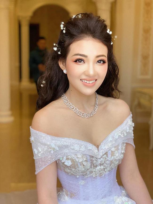 Rò rỉ hình ảnh xa hoa bên trong lâu đài 7 tầng của gia đình cô dâu xinh đẹp nổi tiếng Nam Định-2