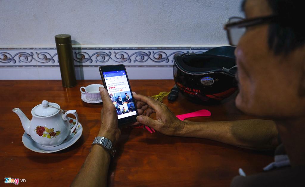 Bố mẹ tôi ăn Tết cùng smartphone như thế nào?-1