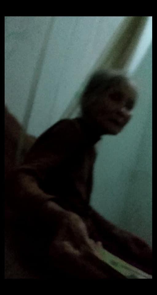 Hình ảnh ông bà nội già yếu, tay run run dúi tiền cho đứa cháu lên thành phố học gây xúc động mạnh-2