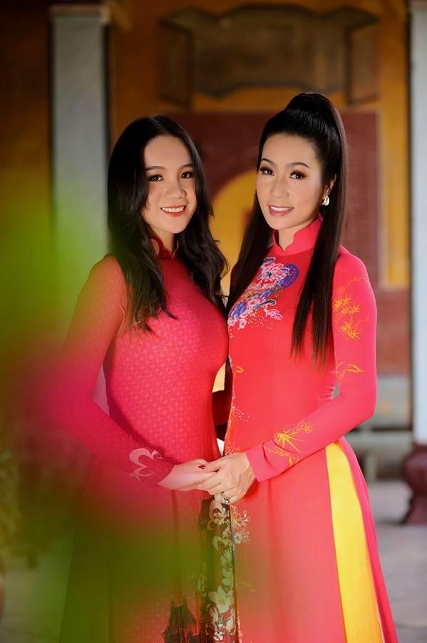 Bất ngờ con gái 16 tuổi xinh như hoa khôi của á hậu Trịnh Kim Chi-6