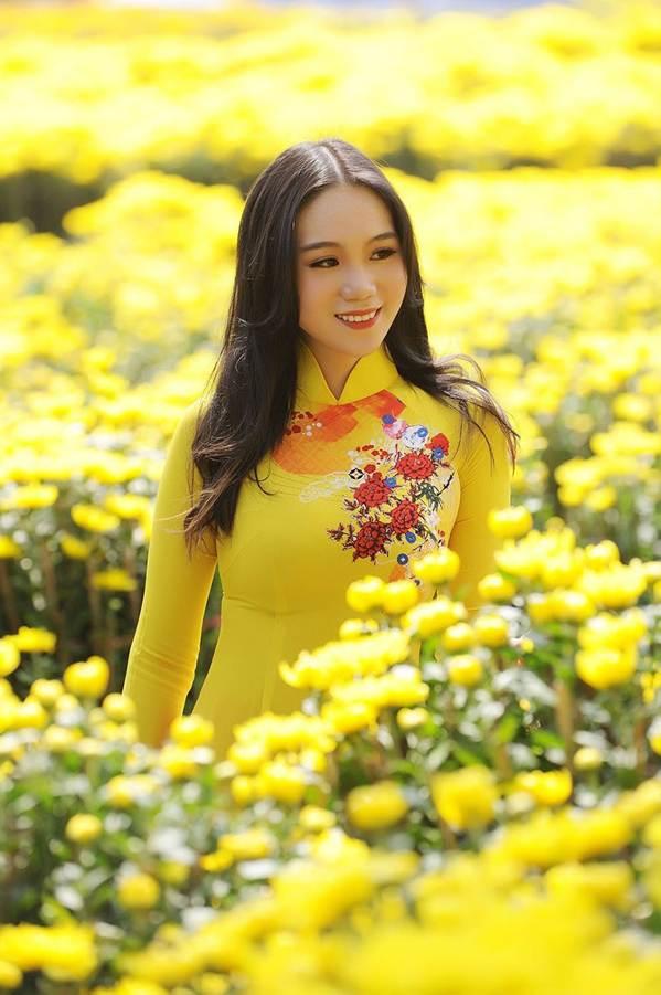 Bất ngờ con gái 16 tuổi xinh như hoa khôi của á hậu Trịnh Kim Chi-10