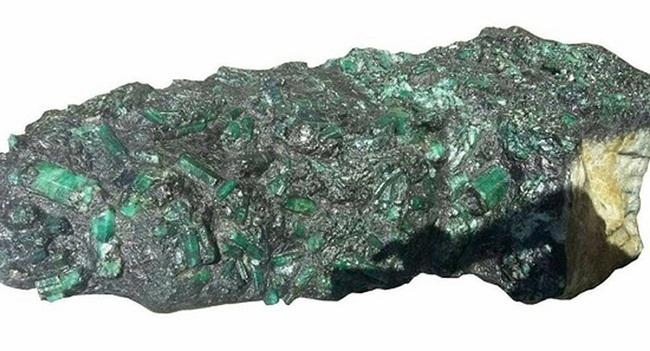 Nhìn qua xấu xí vô dụng, thực ra các khối đá này đáng giá tiền tỷ-1