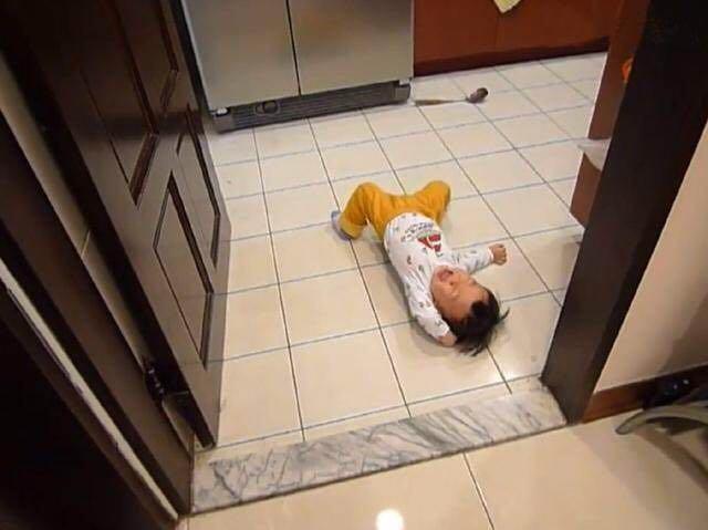 Bé 3 tuổi ăn vạ, mẹ ra tay xử lý, 1 tiếng sau im bặt và cách dạy con khiến phụ huynh tán thành-2