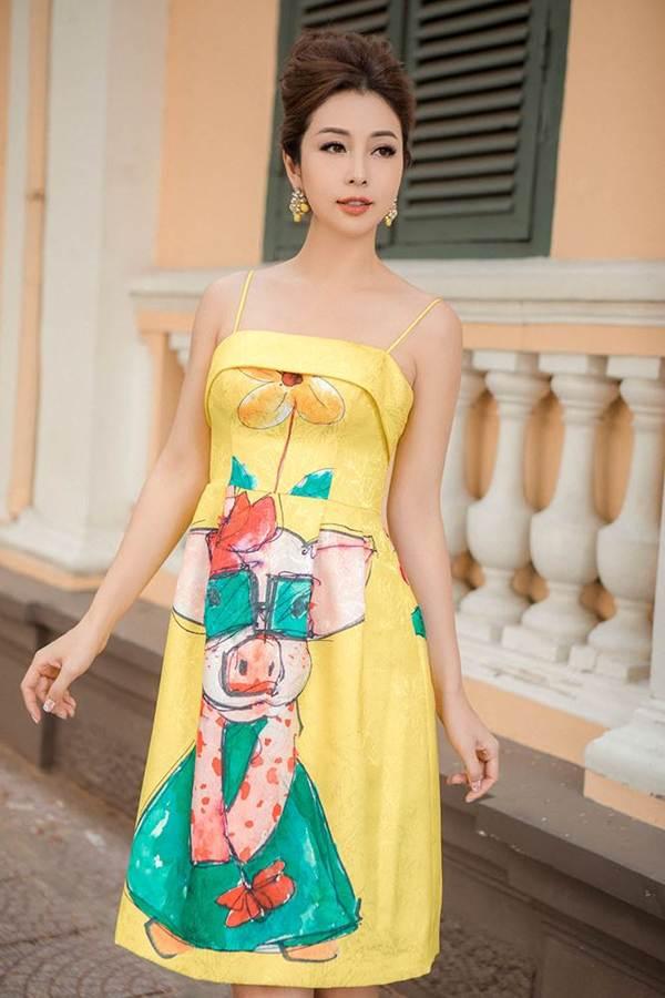 Jennifer Phạm vai trần gợi cảm xuống phố đầu năm-1