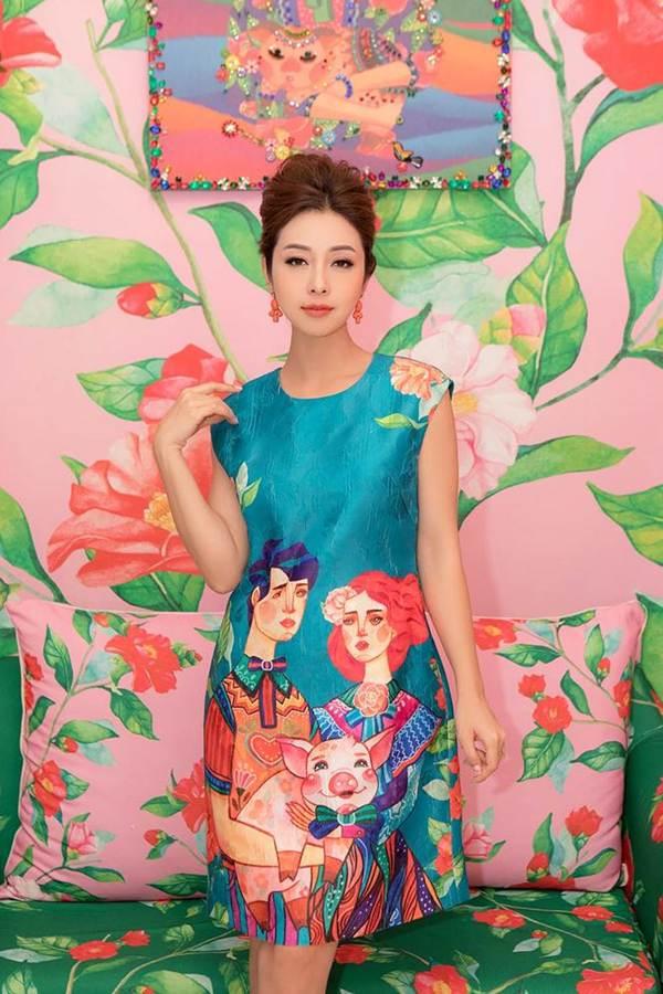 Jennifer Phạm vai trần gợi cảm xuống phố đầu năm-10