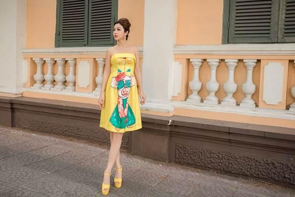 Jennifer Phạm vai trần gợi cảm xuống phố đầu năm-2