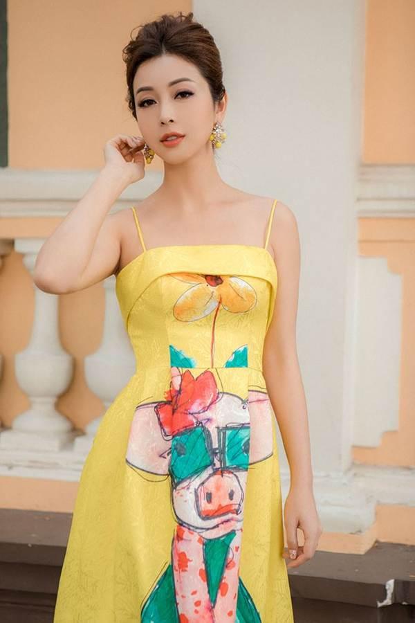 Jennifer Phạm vai trần gợi cảm xuống phố đầu năm-3