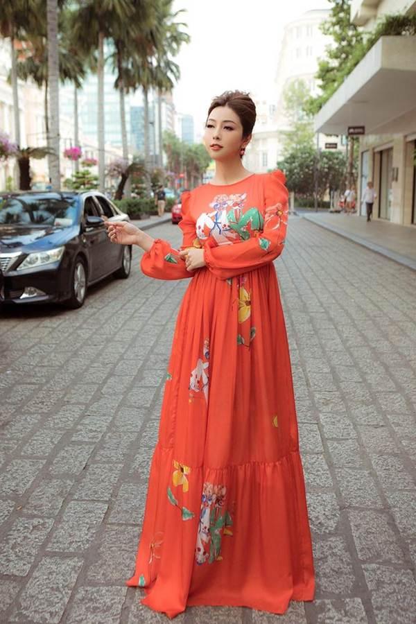 Jennifer Phạm vai trần gợi cảm xuống phố đầu năm-6