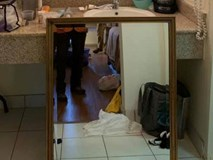 Thuê phòng khách sạn nghỉ ngơi, cô gái hoảng hốt khi thấy thứ sau tấm gương trong nhà tắm