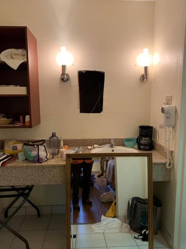 Thuê phòng khách sạn nghỉ ngơi, cô gái hoảng hốt khi thấy thứ sau tấm gương trong nhà tắm-1