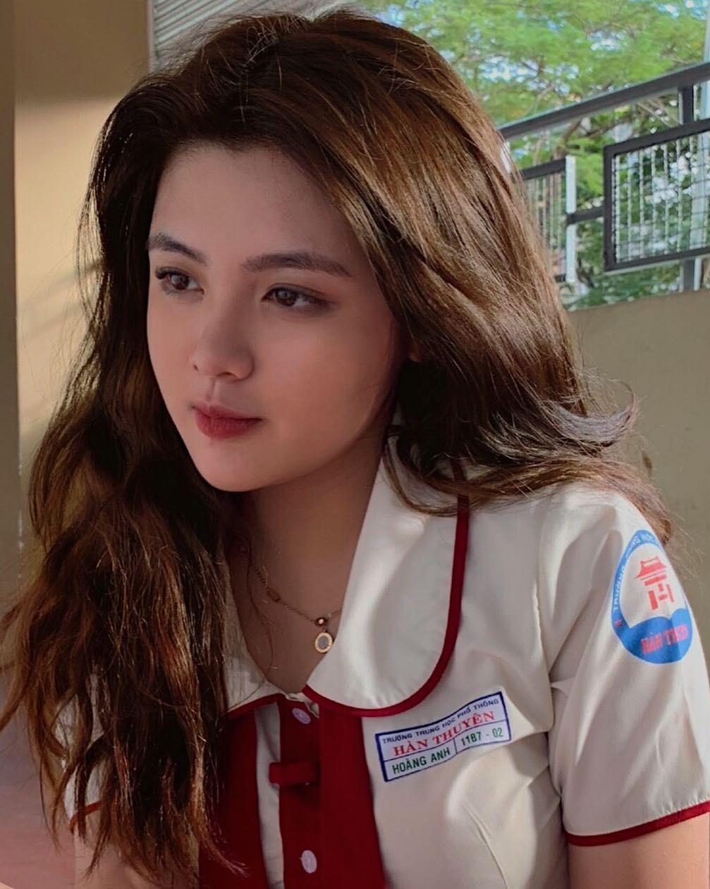 Báo Trung phát sốt về một nữ sinh Việt mặc áo dài, khen ngợi nhan sắc xinh đẹp đủ tầm tham gia showbiz-2