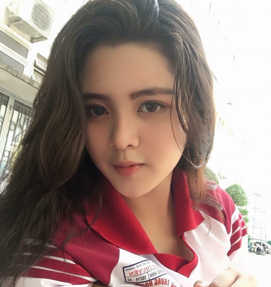 Báo Trung phát sốt về một nữ sinh Việt mặc áo dài, khen ngợi nhan sắc xinh đẹp đủ tầm tham gia showbiz-5