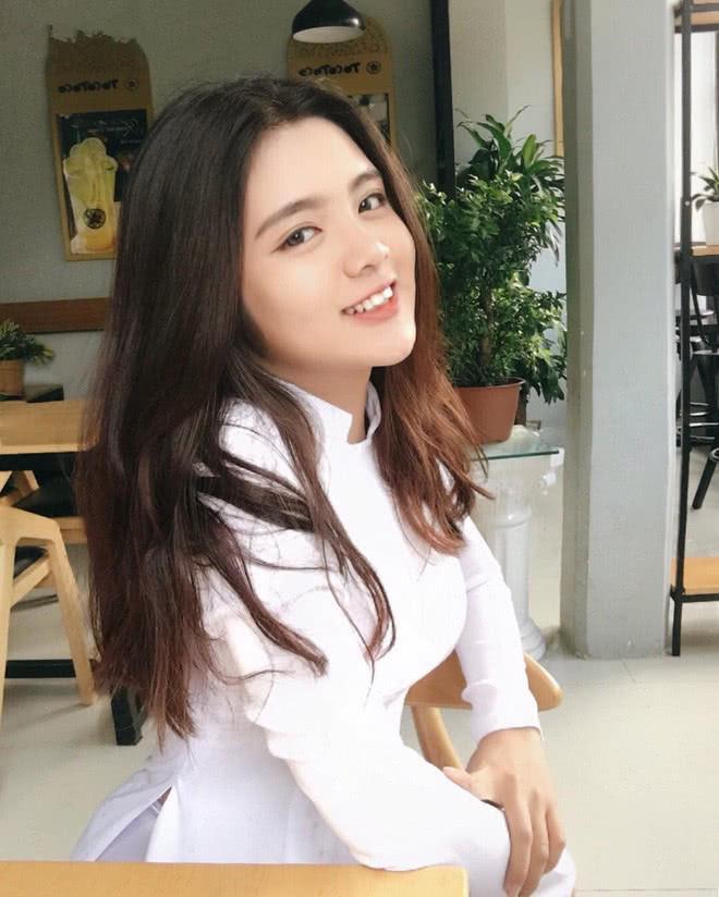 Báo Trung phát sốt về một nữ sinh Việt mặc áo dài, khen ngợi nhan sắc xinh đẹp đủ tầm tham gia showbiz-7