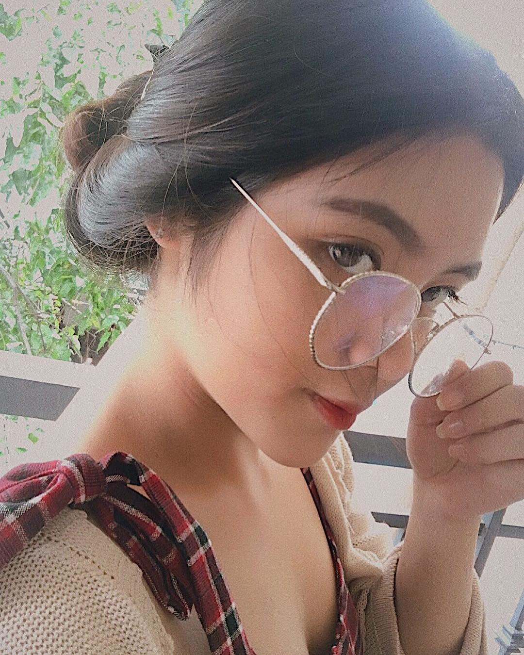Báo Trung phát sốt về một nữ sinh Việt mặc áo dài, khen ngợi nhan sắc xinh đẹp đủ tầm tham gia showbiz-8