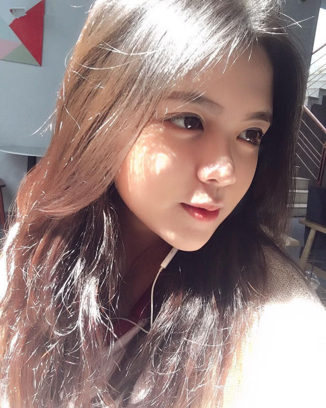 Báo Trung phát sốt về một nữ sinh Việt mặc áo dài, khen ngợi nhan sắc xinh đẹp đủ tầm tham gia showbiz-10