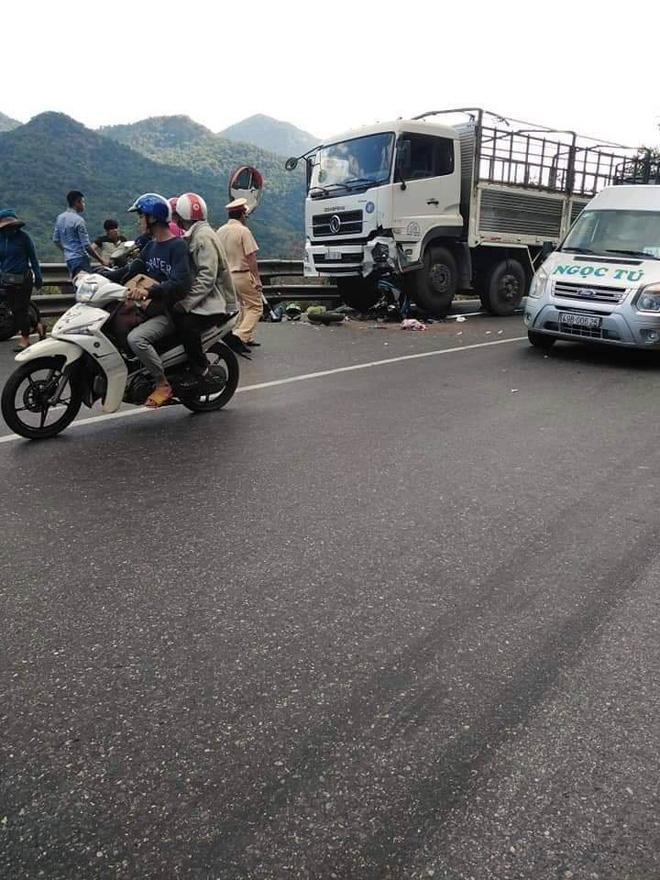 Hiện trường tai nạn vừa xảy ra ở đèo Bảo Lộc, dáng nằm của nạn nhân gây ám ảnh nhất-1