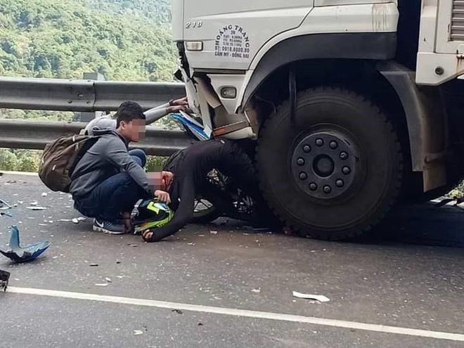Hiện trường tai nạn vừa xảy ra ở đèo Bảo Lộc, dáng nằm của nạn nhân gây ám ảnh nhất-2