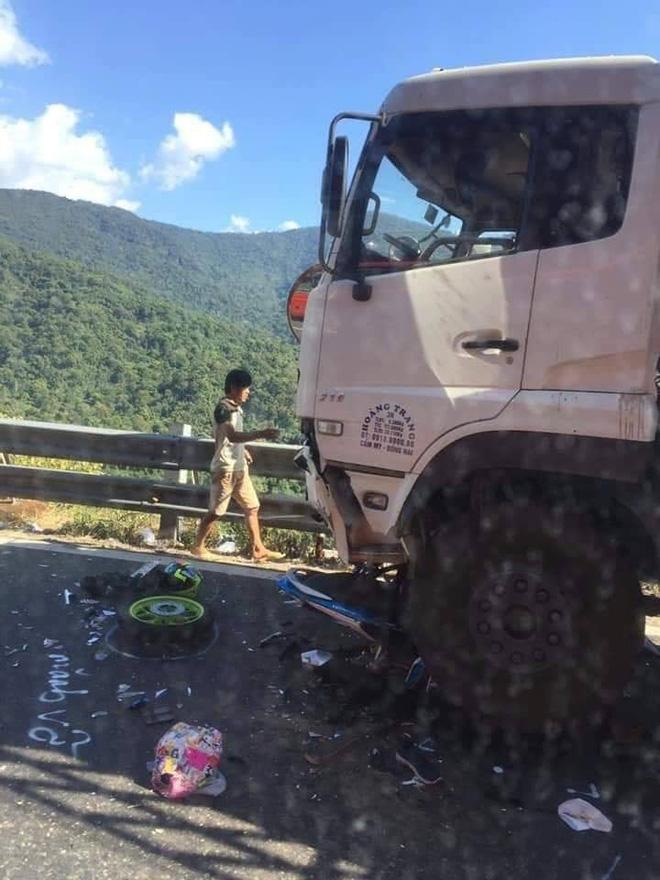 Hiện trường tai nạn vừa xảy ra ở đèo Bảo Lộc, dáng nằm của nạn nhân gây ám ảnh nhất-4