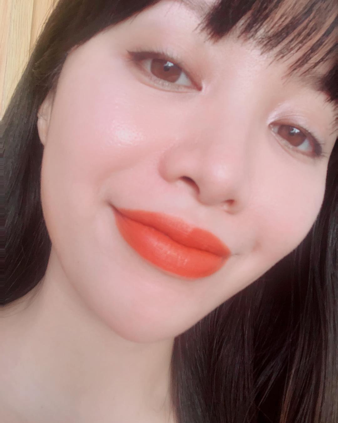 2 bí kíp makeup đơn giản nhưng max xinh của Michelle Phan: một kiểu sang chảnh, một kiểu hack tuổi cực hiệu quả-4