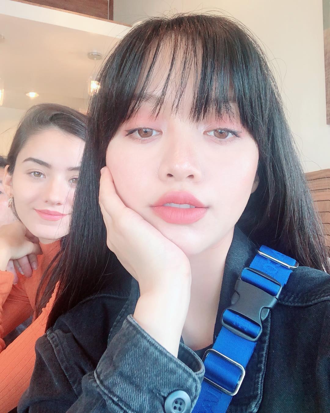 2 bí kíp makeup đơn giản nhưng max xinh của Michelle Phan: một kiểu sang chảnh, một kiểu hack tuổi cực hiệu quả-6