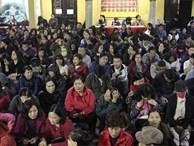 Người Hà Nội ngồi lòng đường dự lễ giải hạn sao La Hầu chùa Phúc Khánh
