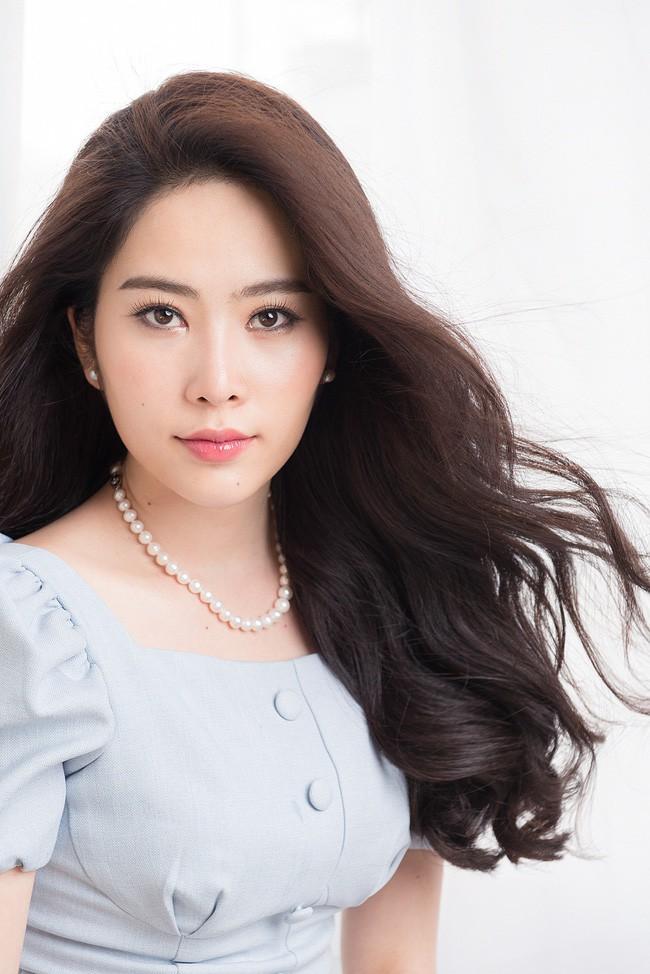 """Nam Em: Từ bản sao"""" của HH Đặng Thu Thảo từng làm nên kì tích cho nhan sắc Việt đến mỹ nhân khùng của showbiz-5"""