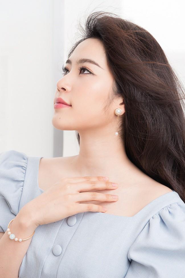 """Nam Em: Từ bản sao"""" của HH Đặng Thu Thảo từng làm nên kì tích cho nhan sắc Việt đến mỹ nhân khùng của showbiz-8"""