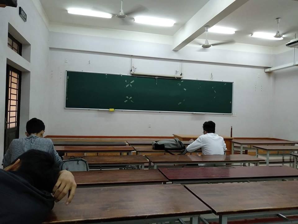 Loạt ảnh lớp học vắng như chùa bà Đanh vì sinh viên vẫn còn bận đắm chìm trong dư vị Tết-1