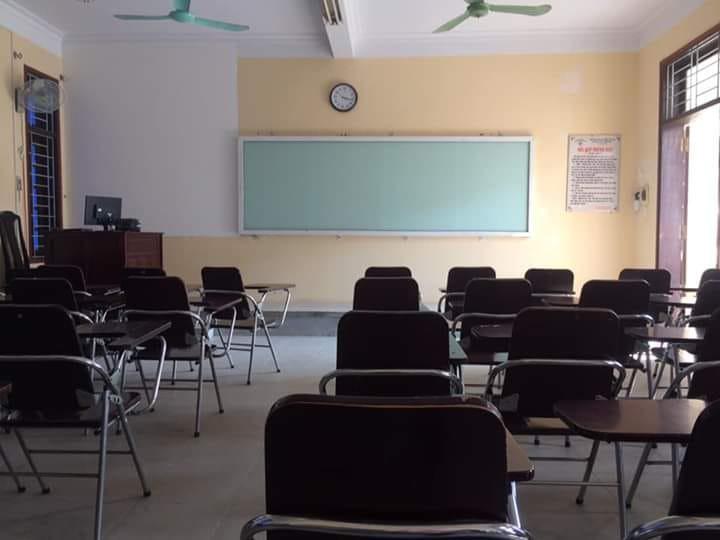 Loạt ảnh lớp học vắng như chùa bà Đanh vì sinh viên vẫn còn bận đắm chìm trong dư vị Tết-7