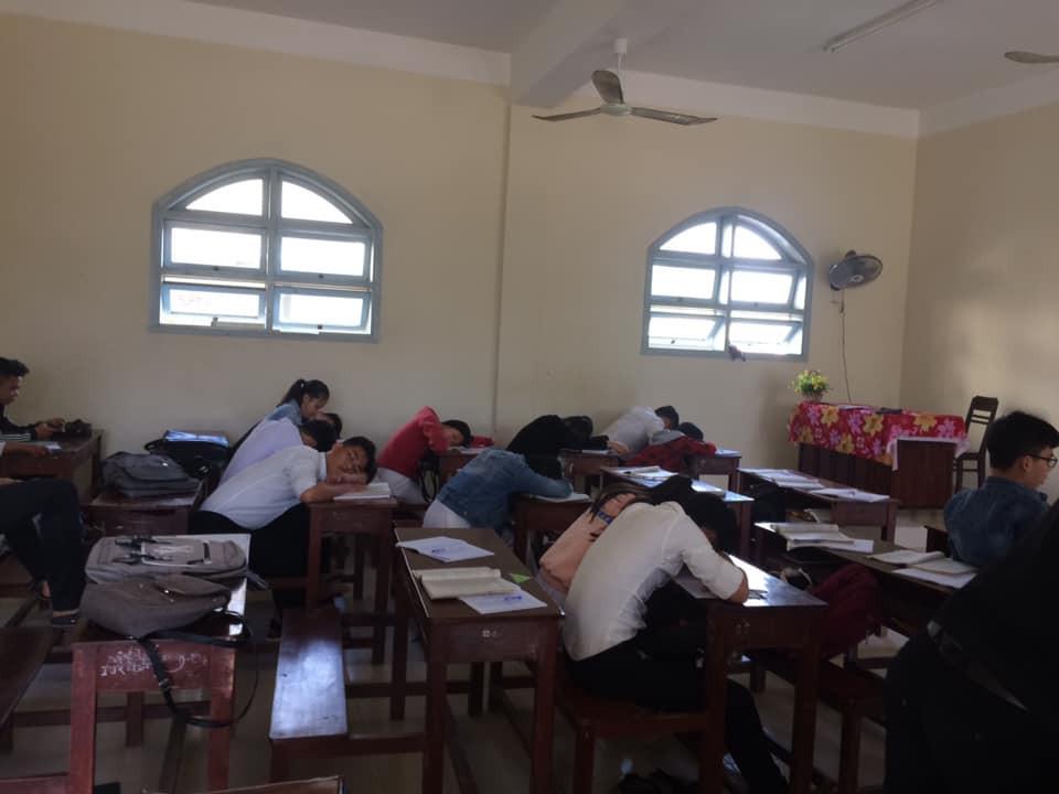 Loạt ảnh lớp học vắng như chùa bà Đanh vì sinh viên vẫn còn bận đắm chìm trong dư vị Tết-9