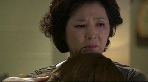 Khinh con dâu nghèo, ngày nhập viện mẹ chồng lặng lẽ khóc khi thấy tờ giấy lạ trong ví-2