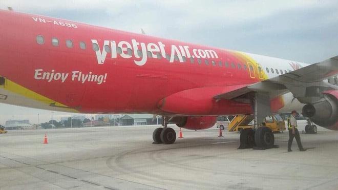 Máy bay Vietjet bục lốp khi hạ cánh xuống sân bay Tân Sơn Nhất-2